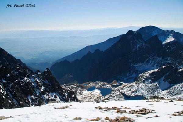 Opis wejścia na Baranie Rogi. Widok na Dolinę Pięciu Stawów Spiskich spod szczytu Baranich Rogów