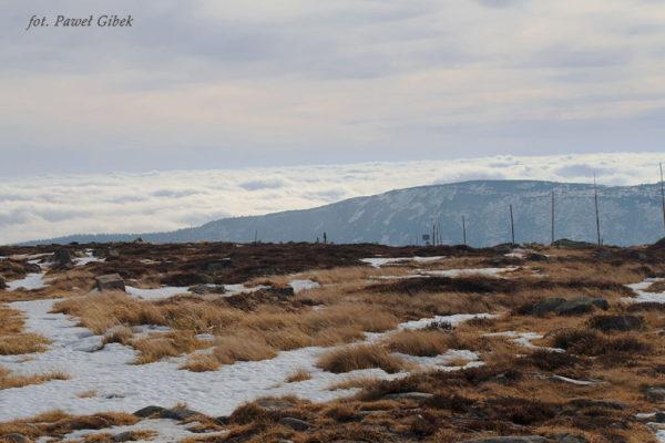 Szlak przez Śnieżne Kotły Szrenica Wodospad Kamieńczyka. Inwersja temperatur utrzymuje chmury na niskim pułapie