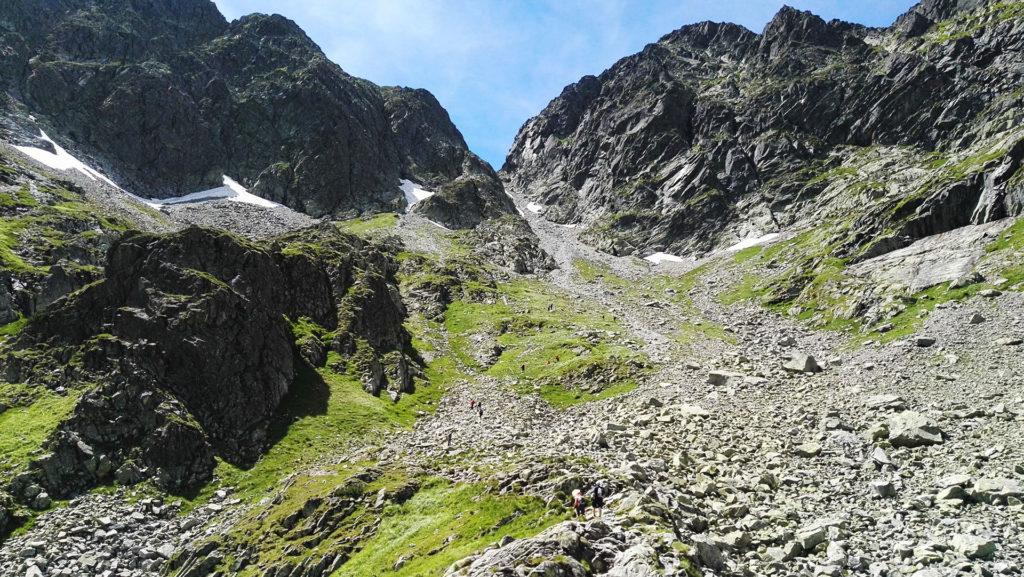 Przełęcz Zawrat widziana od strony Zmarzłego Stawu Gąsienicowego