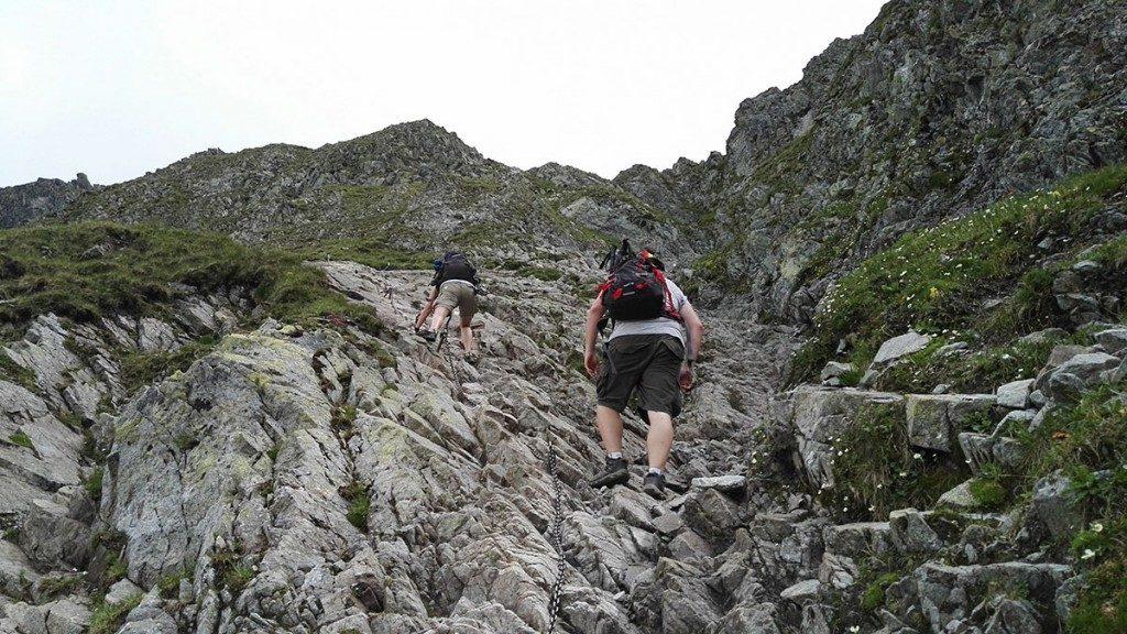 Łańcuchy na końcowych podejściu na Szpiglasową Przełęcz