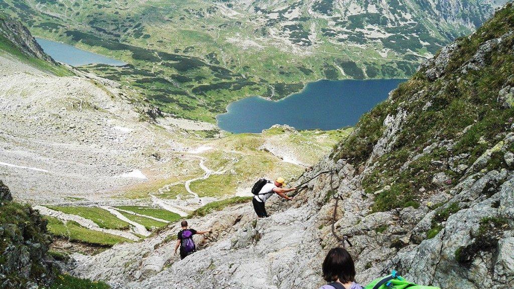 Widok na Wielki Staw i Czarny Staw ze szlaku na Szpiglasową Przełęcz
