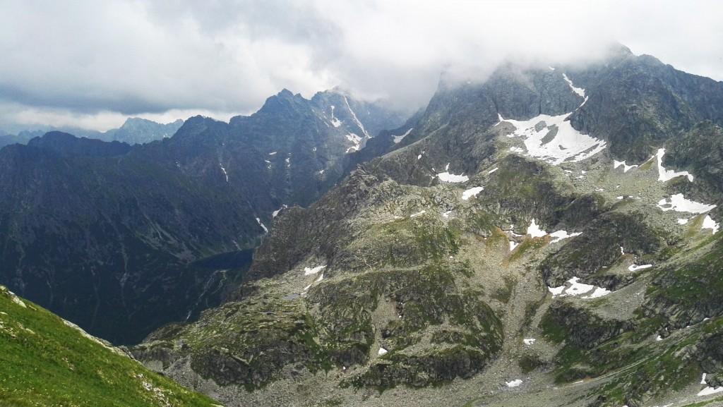 Widok ze Szpiglasowej Przełęczy na Czarny Staw pod Rysami i Rysy
