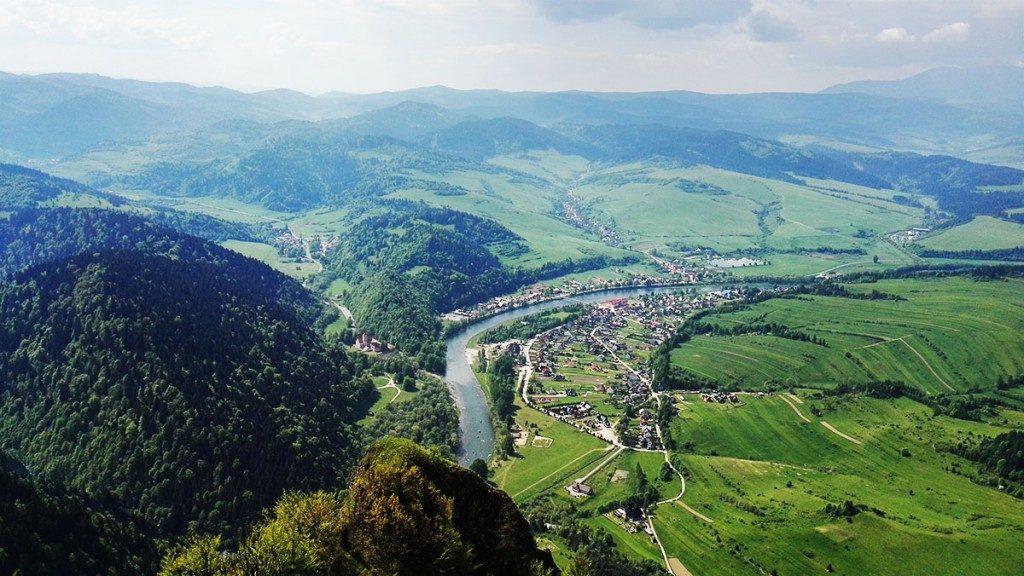 Pieniny Trzy Korony. Widok na Sromowce i Dunajec