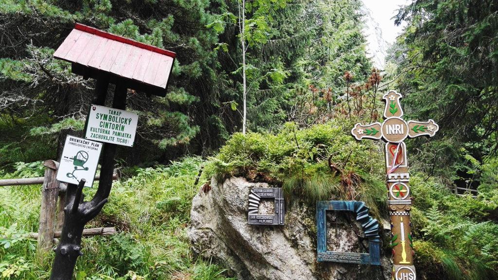 Wejście na Tatrzański Cmentarz Symboliczny pod Osterwą