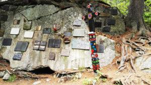 Tablice pamiątkowe na Tatrzańskim Cmentarzu Symbolicznym pod Osterwą