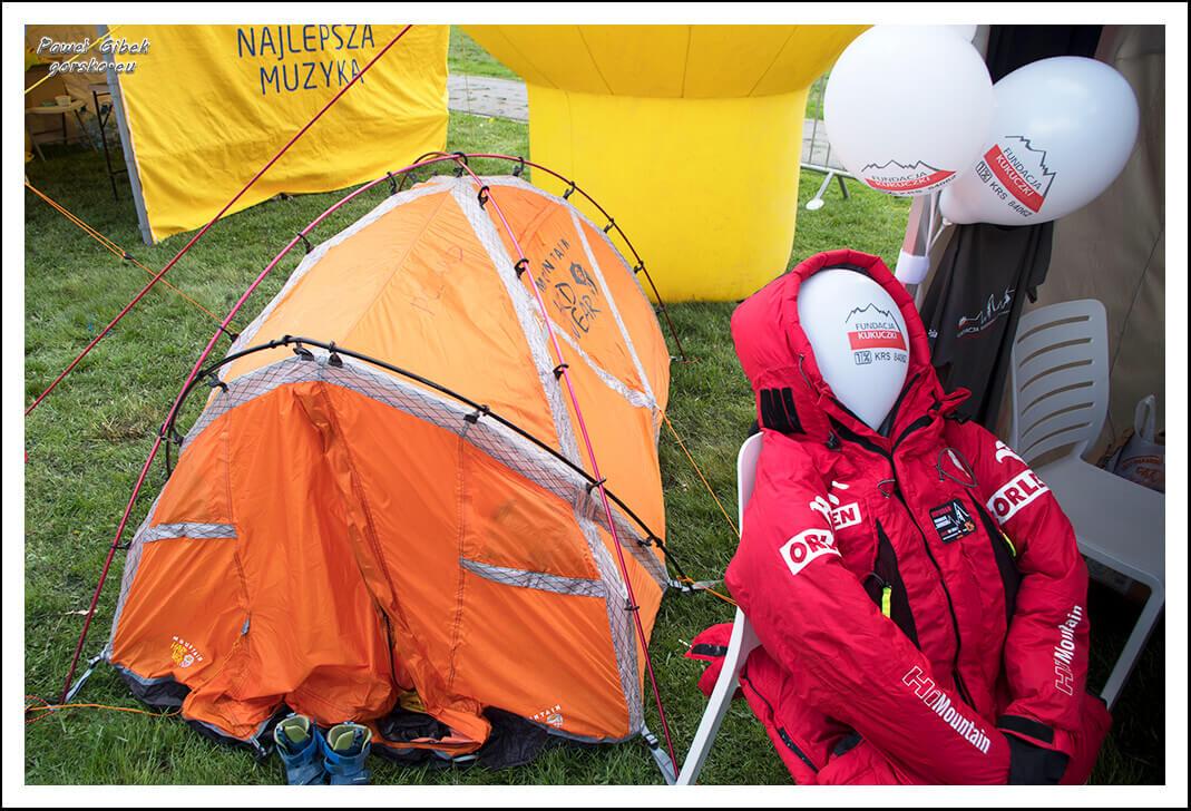 Otwarcie Alei Podróżników Odkrywców i Zdobywców - namiot Fundacji Kukuczki