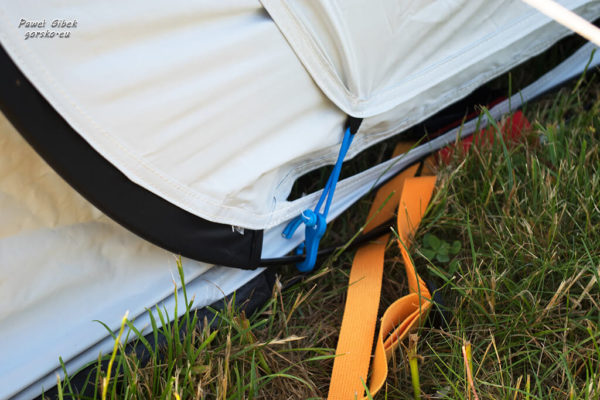 Namiot Quechua. Panele boczne zamknięte