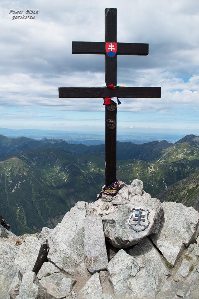 Dwuramienny krzyż już nierozerwalnie łączy się z Krywaniem
