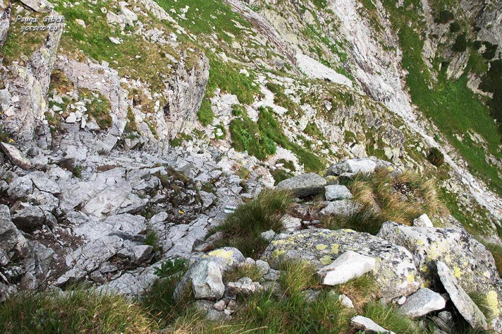 Szlak na Przełęcz pod Chłopkiem. Podejście na Kazalnicę