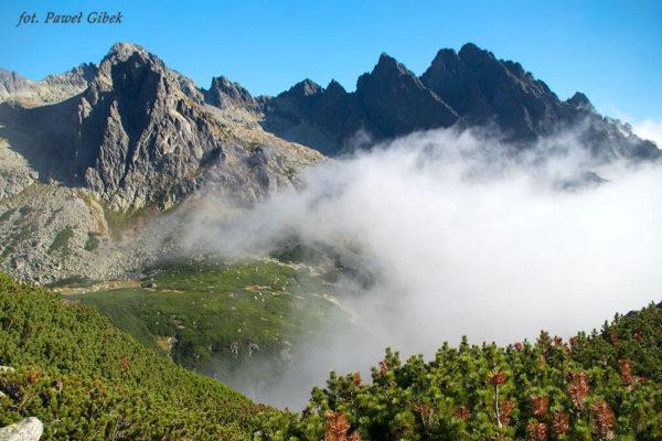 Jaworowy Szczyt. Chmury nad Doliną Staroleśną
