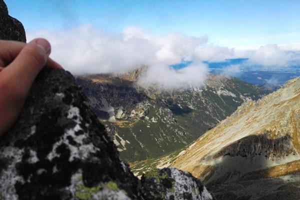Jaworowy Szczyt. Widok z grani na Dolinę Jaworową