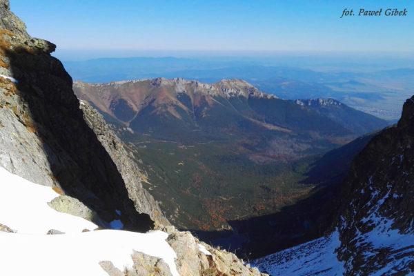 Opis wejścia na Baranie Rogi. Widok z przełęczy na stronę Doliny Dzikiej