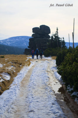 Szlak przez Śnieżne Kotły Szrenica Wodospad Kamieńczyka. Po drodze mijamy kilka ciekawych formacji skalnych