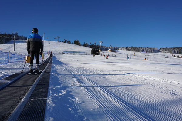 Taśmowy wyciąg dydaktyczny w Zieleniec Ski Arena dla początkujących