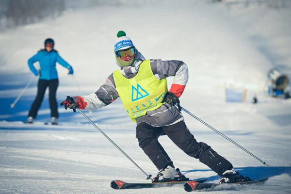 W Zieleniec SKI Arena działają liczne szkoły narciarskie