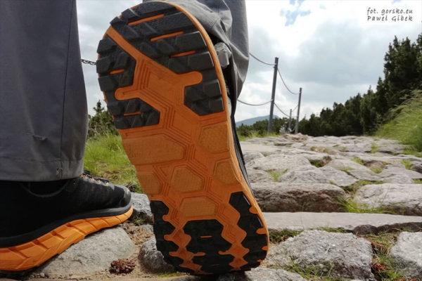 Jakie buty na maraton pieszy. Bieżnik typu All Terrain
