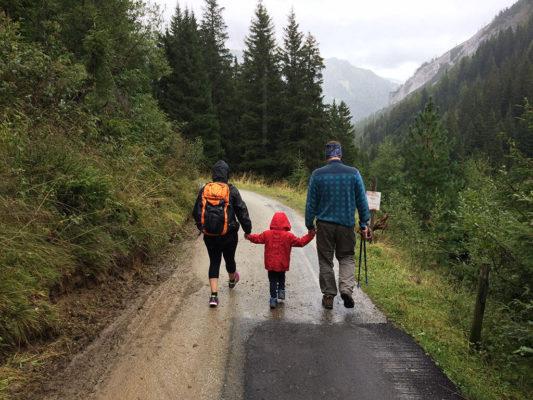 Wyjazd w góry z dziećmi? Zobacz przegląd sprzętu i inne przydatne informacje