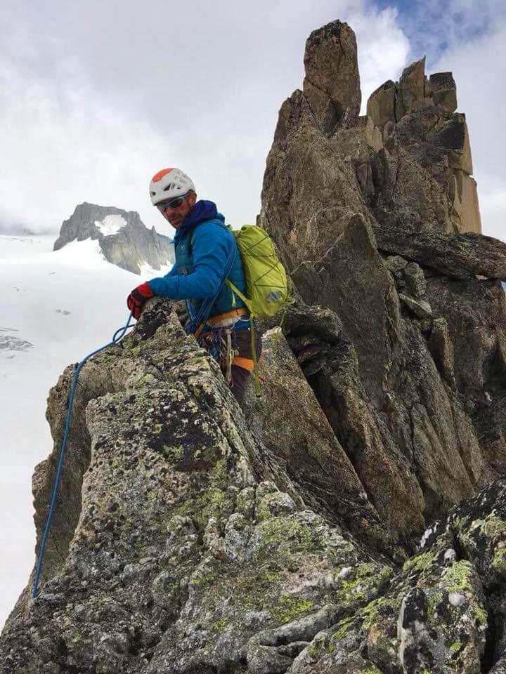 Maciek Ciesielski wspina się w skale