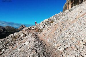 Tofana di Rozes. Szlak prowadzi u podstawy ściany
