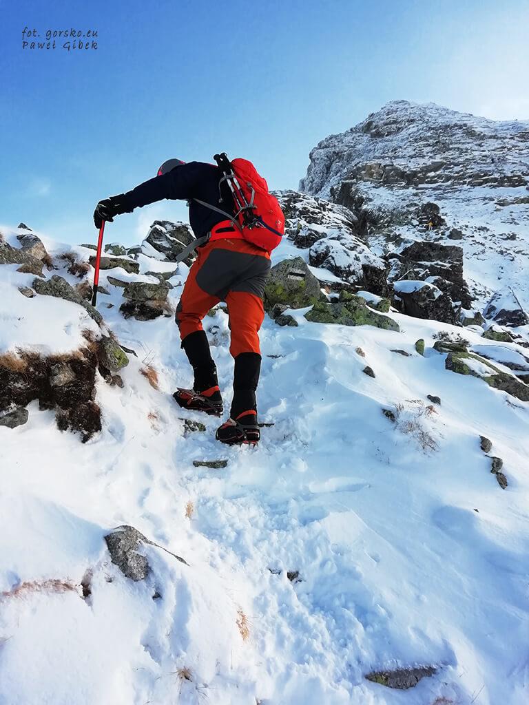 Podpieranie-sie-czekanem-Climbing-Technology-Dron-Plus-