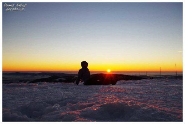 Kolejny szczyt w koronie. Śnieżnik w zimowej szacie i piękny zachód słońca