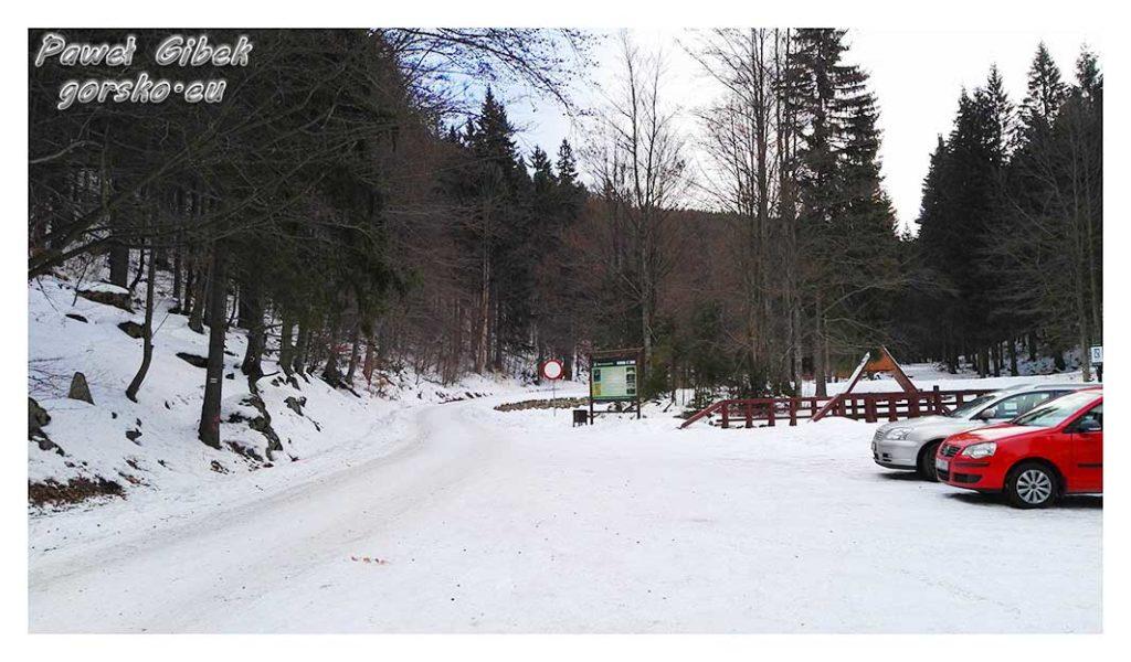 Śnieżnik-zimą.-Parking-w-Międzygórzu