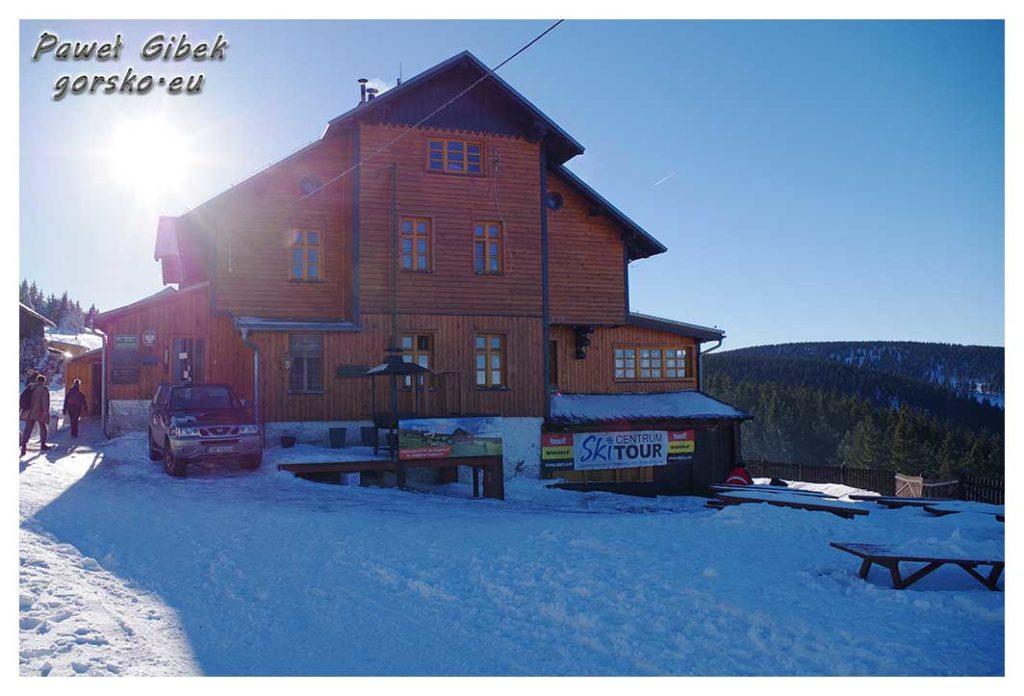Śnieżnik-zimą.-Schronisko-PTTK-Na-Śnieżniku