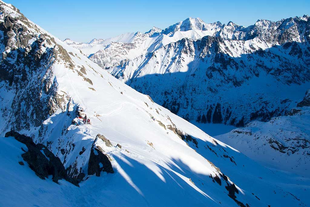 Widok-ze-Szpiglasowego-Wierchu-na-Dolinę-Rybiego-Potoku