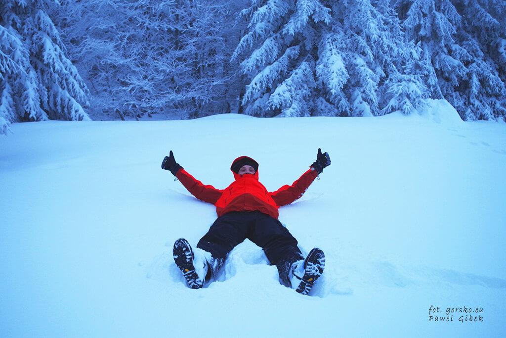 Kurtka-Marmot-Spire-w-sniegu