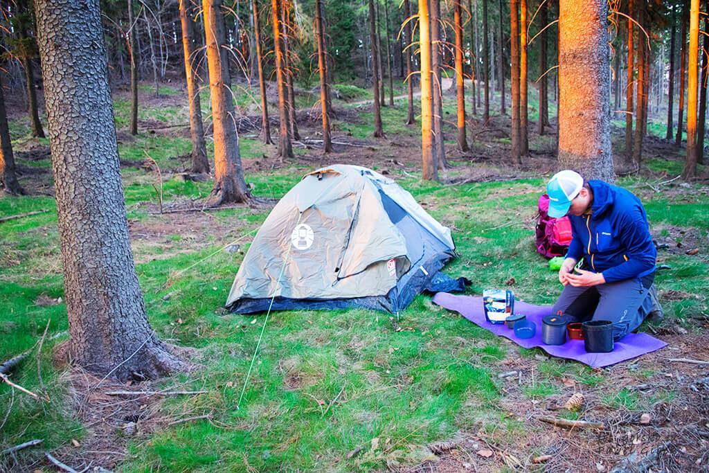 Namiot rozstawiony więc pora na posiłek