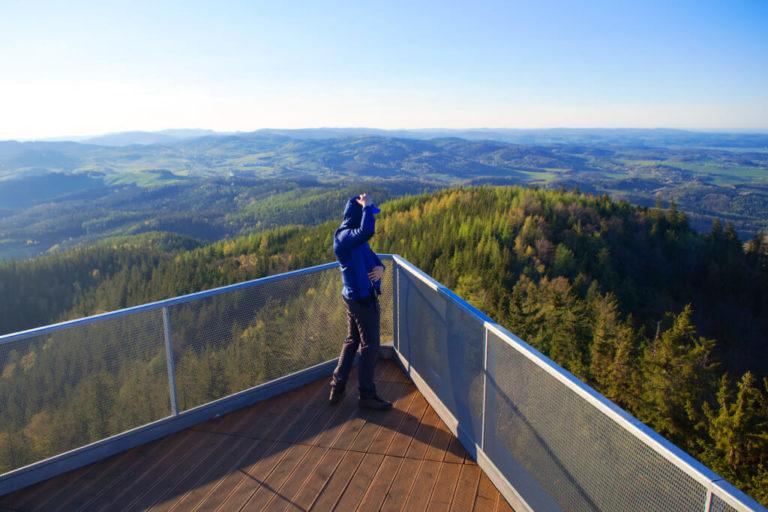 Widok z wieży widokowej na Trójgarbie 778 m