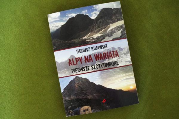 """Read more about the article Recenzja książki """"Alpy na wariata. Pierwsze szczytowanie"""" Dariusza Kujawskiego"""