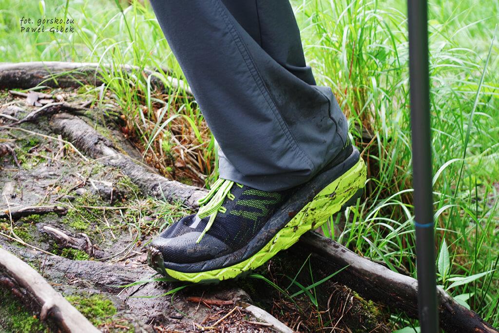 Spodnie-Columbia-Titan-Peak-mają-proste-i-raczej-luźne-nogawki