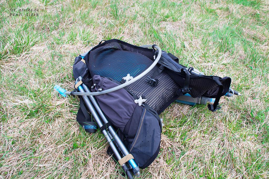 C7 przytroczone do plecaka Kalenji