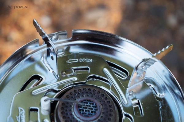Zestaw do gotowania Kovea Alpine Pot - sposób mocowania nakładki