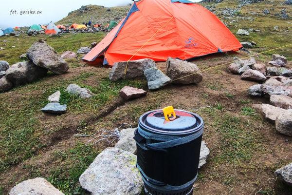 Zestaw do gotowania Kovea Alpine Pot w drodze na Kazbek