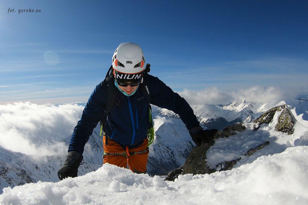 Czapka w góry Columbia pod kaskiem