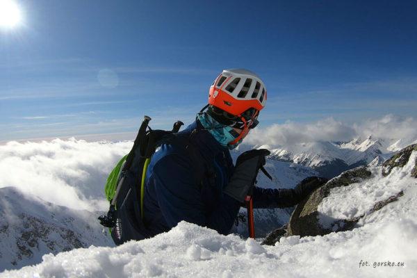 Test kasku wspinaczkowego i skiturowego Petzl Meteor