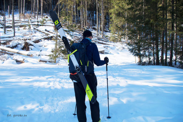 Plecak skiturowy Thule Upslope 35 mocowanie nart na ukos