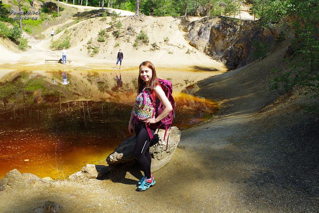 Andżelika-na-tle-jeziorka-purpurowego