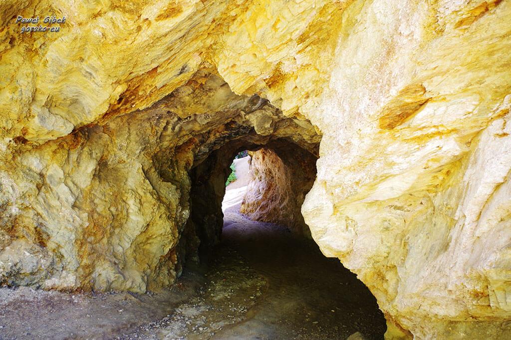 Jaskinia-prowadząca-na-brzeg-Żółtego-Jeziorka
