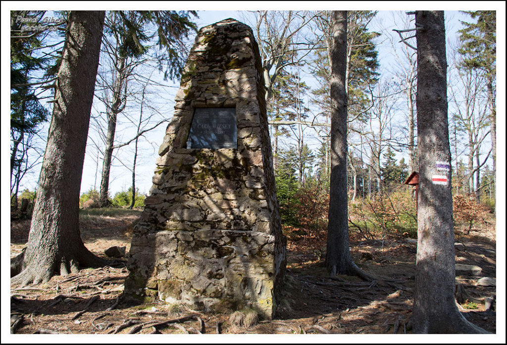 Pomnik-Karla-Wiesena-przy-szlaku-na-Wielką-Sowę