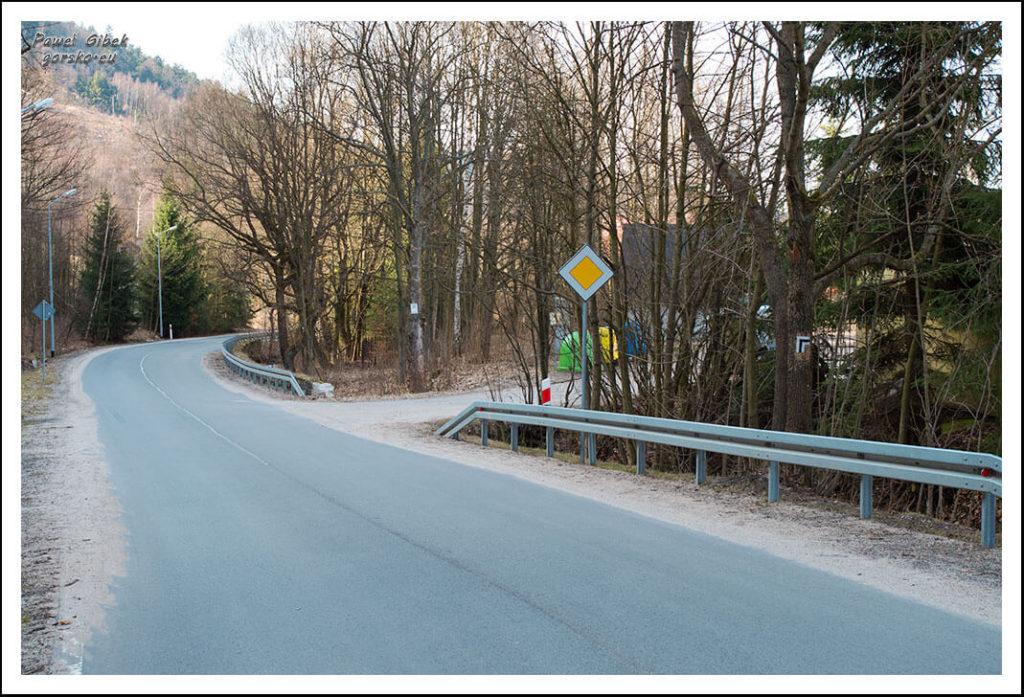 Wielka-Sowa-czarny-szlak-skręca-w-prawo