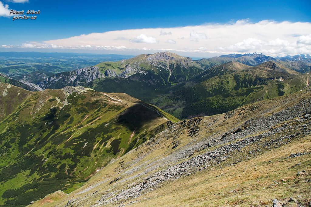 Widok-na-Siwą-Przełęcz-z-podejścia-na-Starorobociański-Wierch