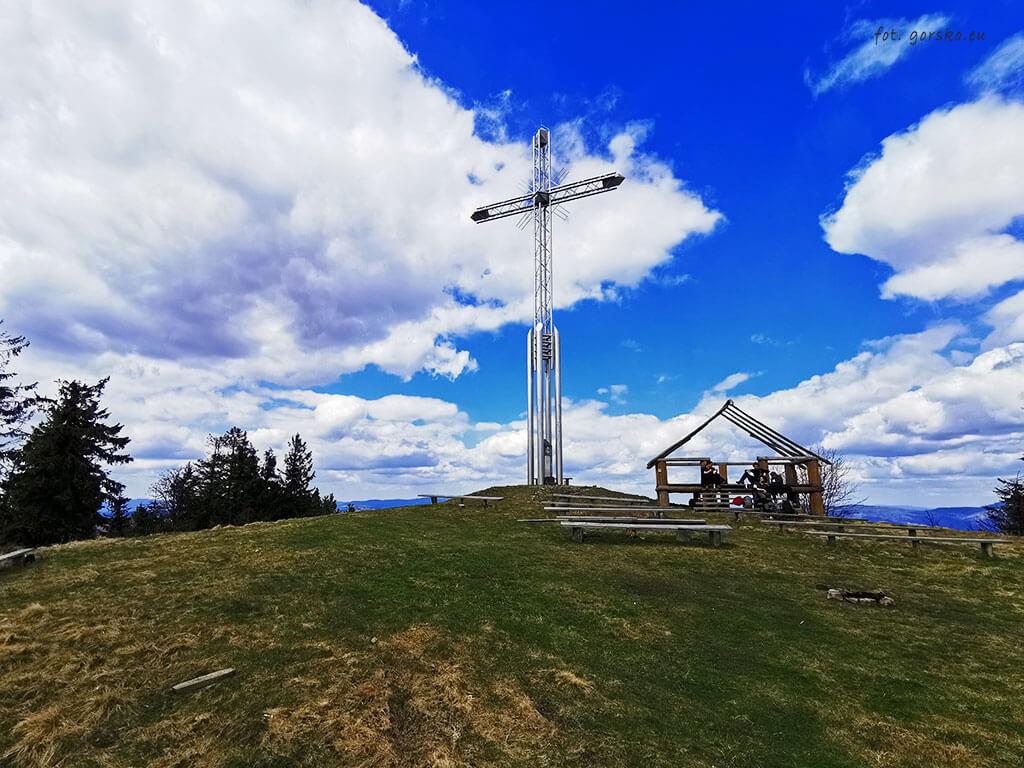 Bendoszka-Wielka-krzyż-na-szczycie