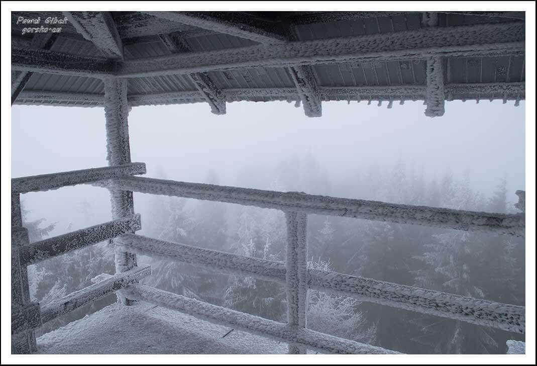 Mogielica zimą. Beskid Wyspowy. Na wieży widokowej