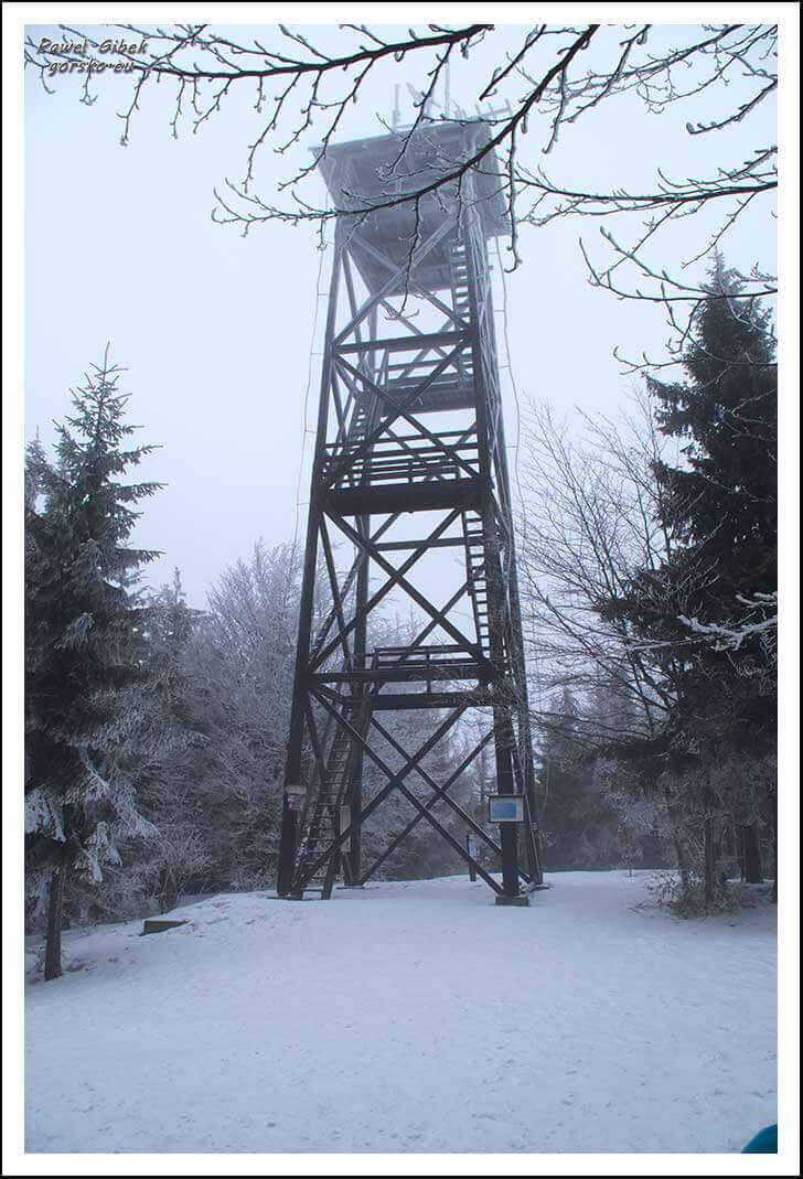 Mogielica zimą. Beskid Wyspowy. Wieża widokowa na szczycie Mogielicy