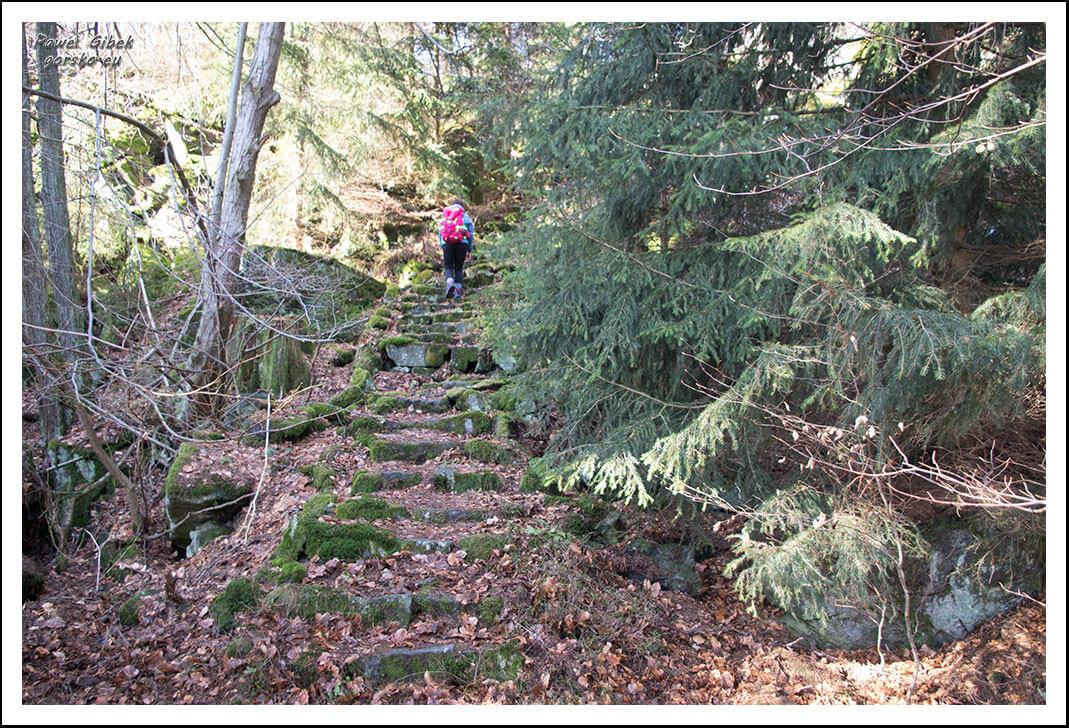 Ślęża-szlaki-kamienne-schody