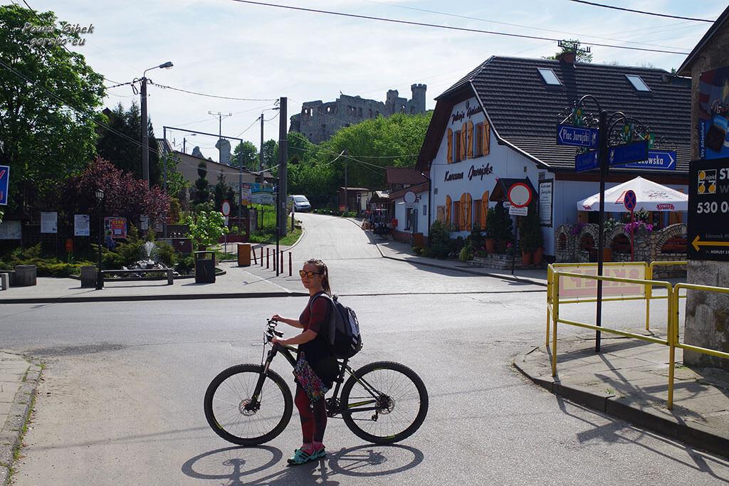 Szlak Orlich Gniazd rowerem. Rano w Podzamczu