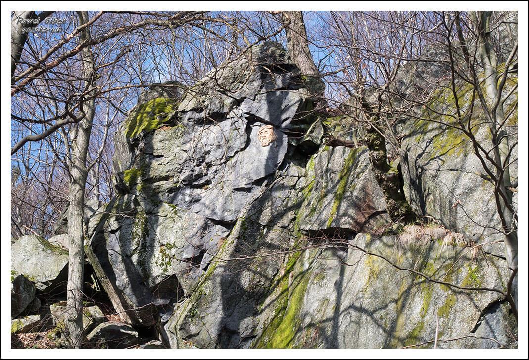 Ślęża-szlaki-skała-z-rzeźbą-twarzy-Jezusa